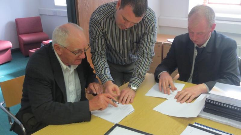 St Buites Contract Signing